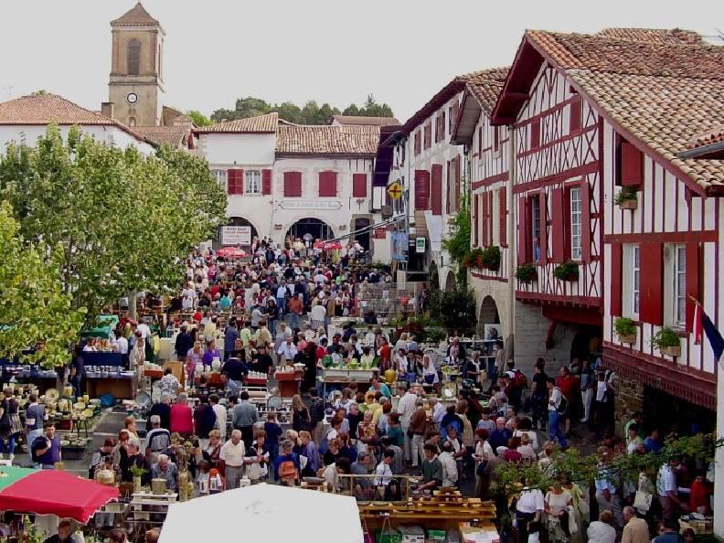 marché fermier à la bastide clairence au pays basque